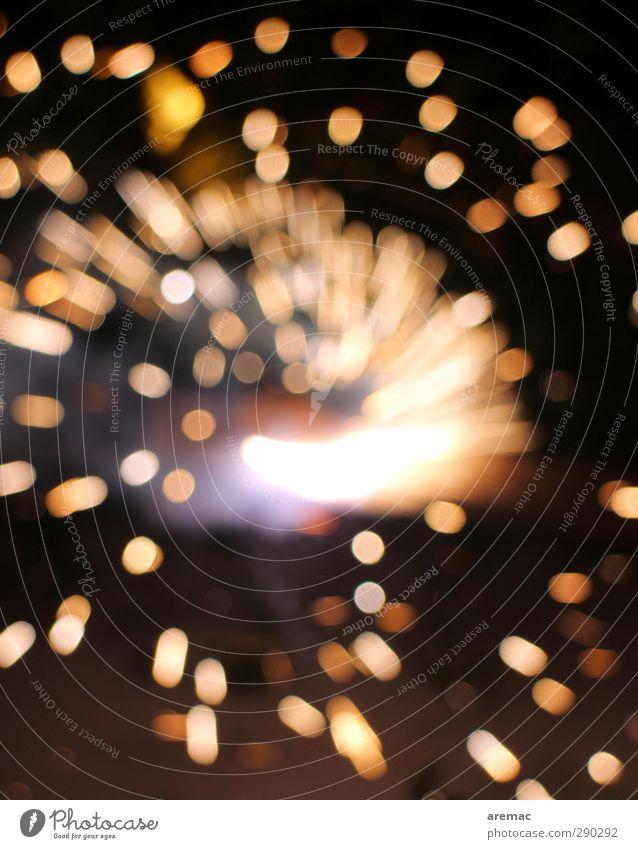 Sonnenpunkte leuchten Silvester u. Neujahr drehen Feuerwerk Erwartung Funken