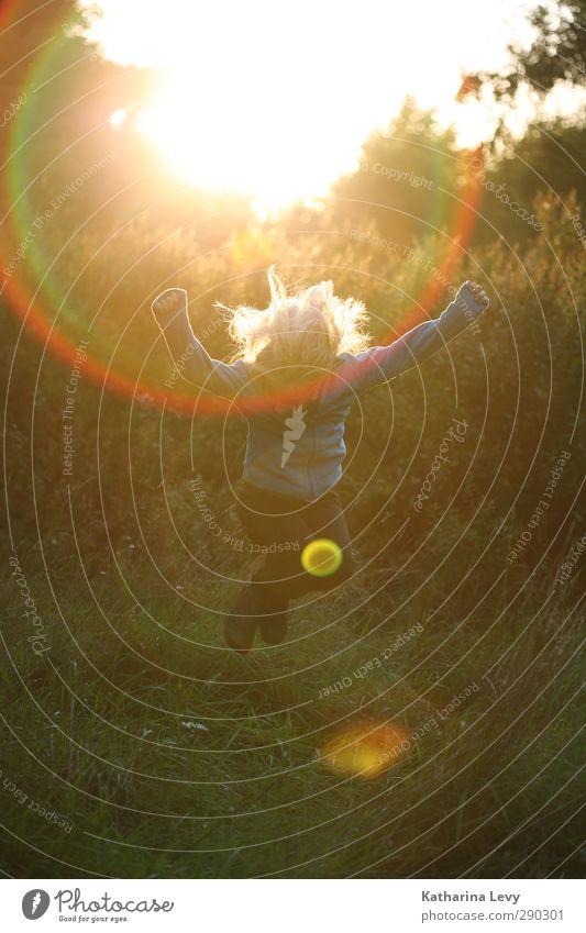 Endlich Ferien! Mensch Kind Mädchen Kindheit Leben Körper Haare & Frisuren 1 8-13 Jahre Landschaft Sonne Sonnenaufgang Sonnenuntergang Frühling Sommer Herbst