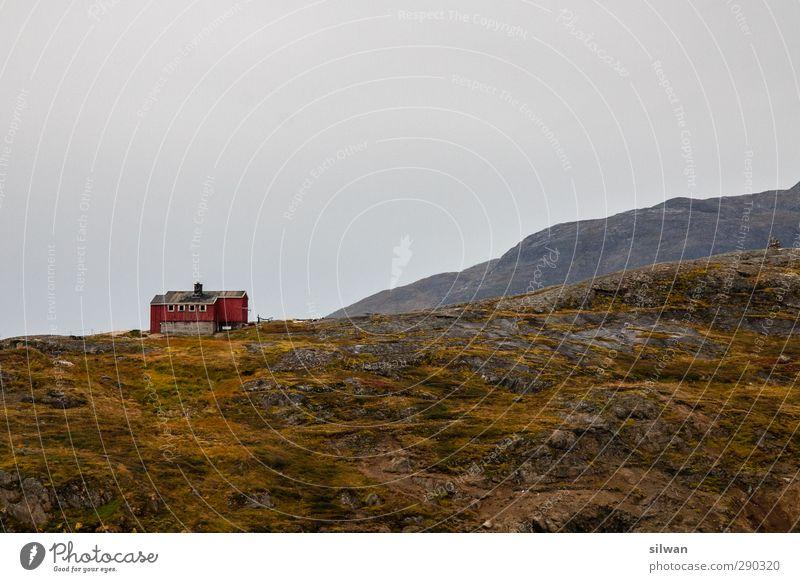 Green(hut)land Abenteuer Expedition Berge u. Gebirge Landschaft Himmel Herbst schlechtes Wetter Regen Hügel Menschenleer Hütte Ferne schön gelb grün rot ruhig