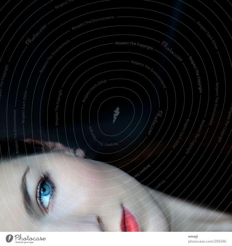 scary feminin Junge Frau Jugendliche Gesicht 1 Mensch 18-30 Jahre Erwachsene außergewöhnlich bedrohlich dunkel schön bleich Farbfoto Innenaufnahme