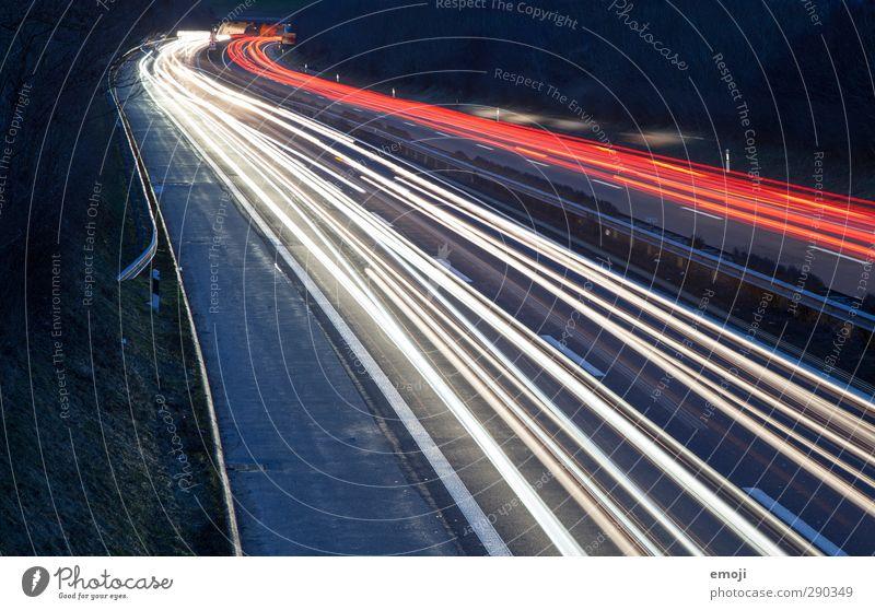 Jahre vergingen Verkehr Verkehrsmittel Verkehrswege Straßenverkehr Autofahren Autobahn dunkel schwarz Farbfoto Außenaufnahme Menschenleer Nacht Kunstlicht