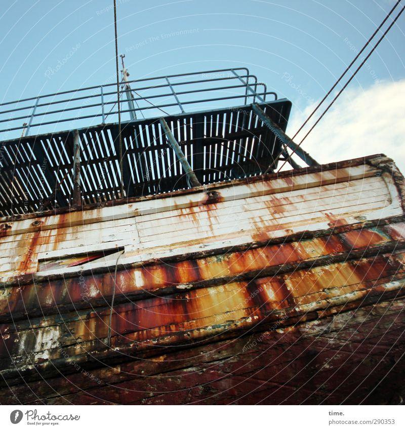 Angezählter Seebär Himmel Wolken Schönes Wetter Schifffahrt Wasserfahrzeug Schiffswrack Brücke Bordwand Plattform Aussichtsturm Rost Stahlkabel alt gigantisch