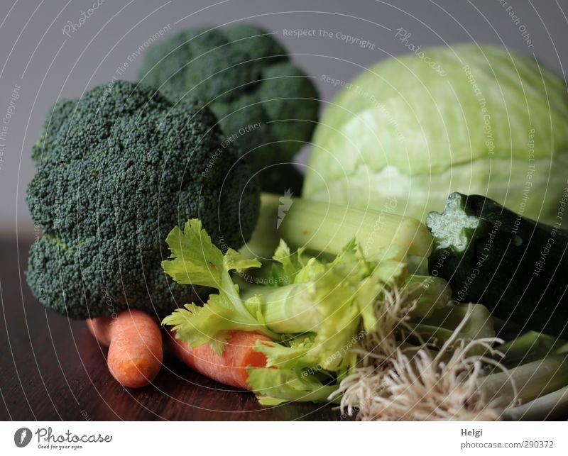 Kampf den Festtagskilos... grün weiß gelb Leben Gesundheit Gesunde Ernährung braun liegen natürlich orange Lebensmittel authentisch Ernährung ästhetisch einzigartig Gemüse