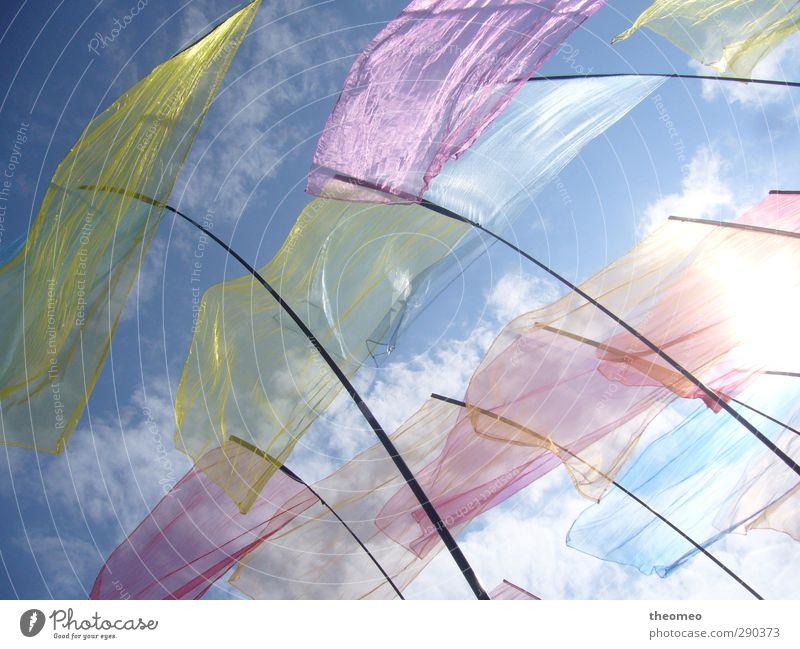 Fahnen im Wind Himmel blau Sonne Wolken Strand Landschaft gelb Umwelt Luft Nordsee Fahnenmast himmelblau
