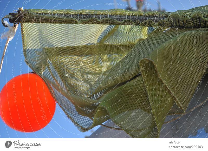 Fische, das Netzt ruft ! Wasser Wellen Küste Nordsee Ostsee fangen nass blau gelb orange Abenteuer Farbfoto Außenaufnahme Tag Froschperspektive