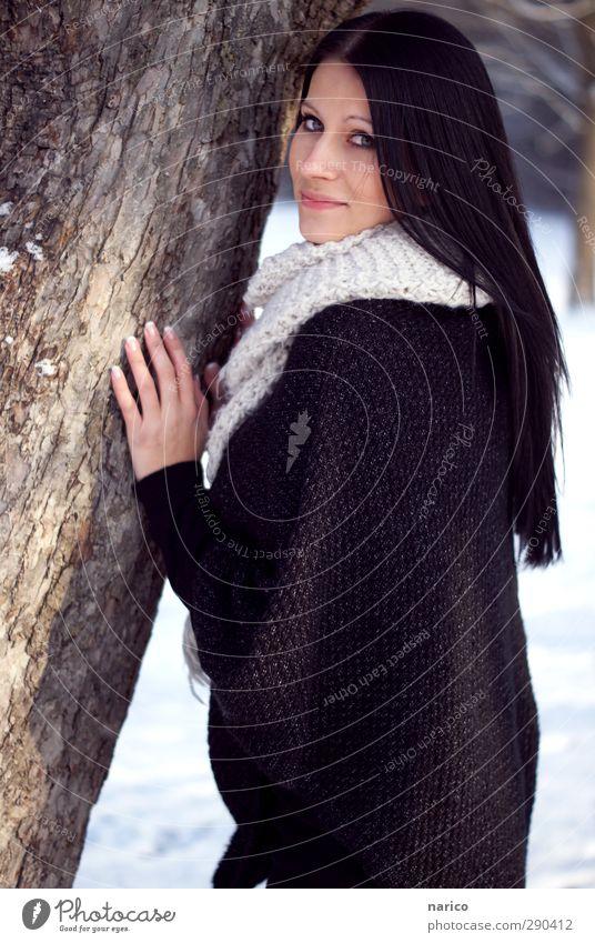 snow white I Mensch Jugendliche schön weiß Baum Winter schwarz Erwachsene Gesicht Junge Frau feminin Haare & Frisuren Glück 18-30 Jahre Mode Stimmung