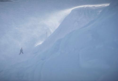 """100 und der nächste """"Berg"""" wartet schon... Mensch Kind Winter kalt Schnee Sport Schneefall Kindheit Freizeit & Hobby Nebel Alpen bedrohlich Skifahren Mut"""