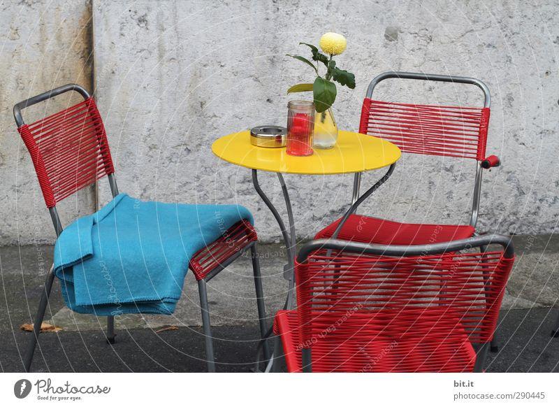 Unterbesetzt | setzt euch Ferien & Urlaub & Reisen Blume Wand Essen Mauer Fassade Metall Tourismus Dekoration & Verzierung Tisch Lebensfreude Stuhl Möbel Blumenstrauß Rauchen Restaurant