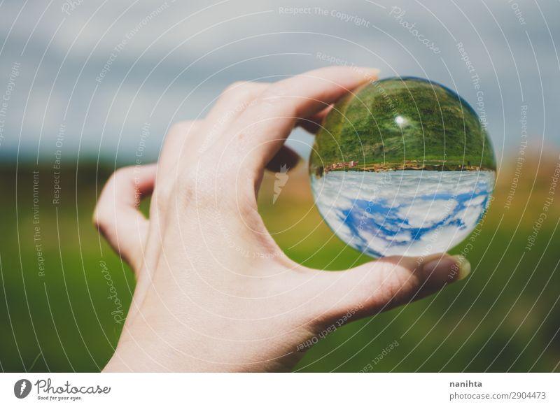 Hand hält eine Kristallkugel mit einer Landschaft Stil Design Ferien & Urlaub & Reisen Tourismus Abenteuer Freiheit Umwelt Natur Himmel Frühling Sommer Klima