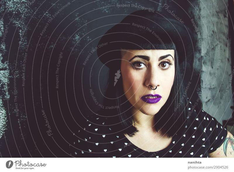 Cooles Plus-Größe Alternativmodell mit Tattoos Lifestyle Stil Gesicht Schminke Mensch feminin Frau Erwachsene 1 30-45 Jahre Kultur Jugendkultur Subkultur Punk