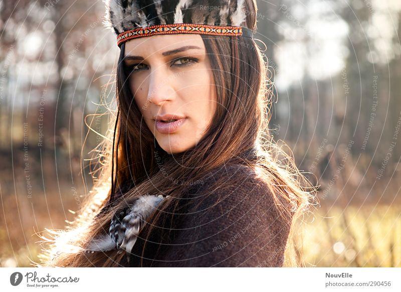 Equinox. Mensch Jugendliche Junge Frau Erwachsene 18-30 Jahre Leben feminin Haare & Frisuren Mode Kraft 13-18 Jahre gefährlich Feder Leidenschaft brünett