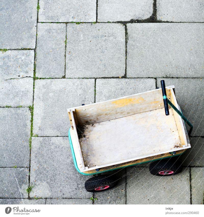 eckig, leer, alt Spielen Häusliches Leben Garten Kindergarten Menschenleer Terrasse Wagen Handwagen Steinplatten Betonplatte Holz Güterverkehr & Logistik