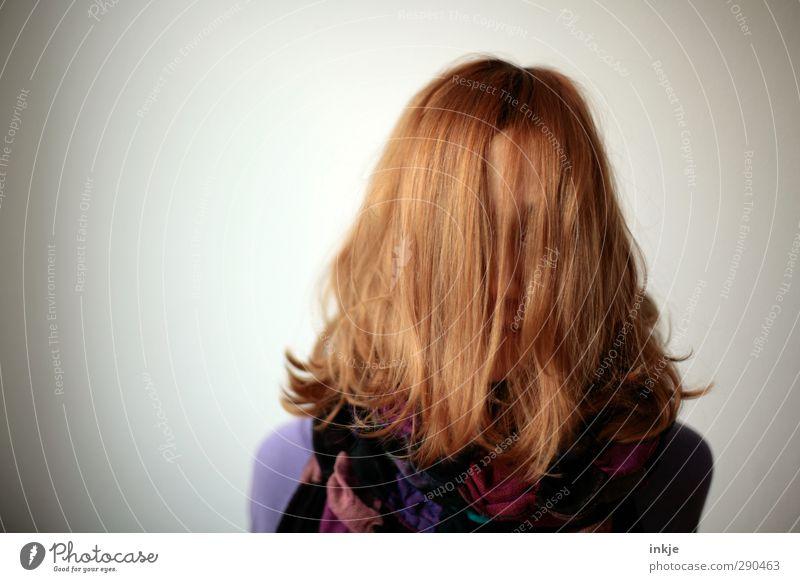 Mädchen, Friseur, dringend Mensch Freude Leben Haare & Frisuren Kopf Stil Kindheit Freizeit & Hobby Lifestyle einzigartig lang verstecken langhaarig Scham