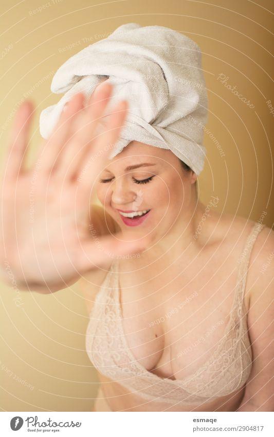 natürliches Frauenporträt nach dem Bad Freude schön Körperpflege Haare & Frisuren Haut Gesicht Gesundheit Gesundheitswesen Wellness Leben harmonisch Wohlgefühl