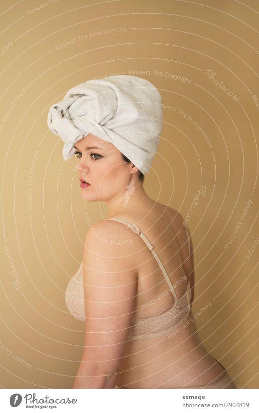 echte Frau nach der Dusche schön Körperpflege Haare & Frisuren Haut Gesicht Kosmetik Parfum Creme Schminke Gesundheit Gesundheitswesen Übergewicht Wellness