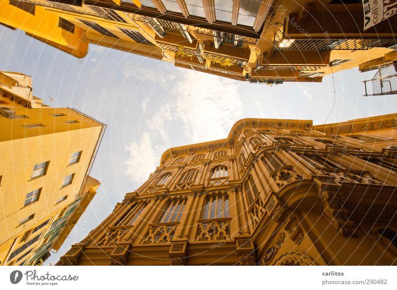Noch 12 Wochen bis zur Sommerzeit blau Ferien & Urlaub & Reisen alt Stadt Haus Ferne Fenster Wand Mauer Architektur braun Fassade Tourismus Schönes Wetter