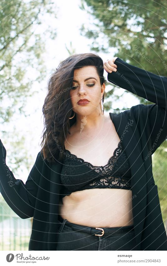 Frau Mensch Natur Freude Gesundheit Lifestyle Erwachsene Leben feminin Mode Denken Design Körper Bekleidung einzigartig Wellness