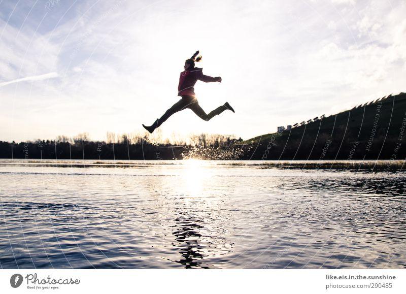 jaja die guten vorsätze... Mensch Frau Jugendliche Wasser Freude Landschaft Erwachsene Junge Frau Leben Herbst feminin Sport Gefühle Spielen Glück springen