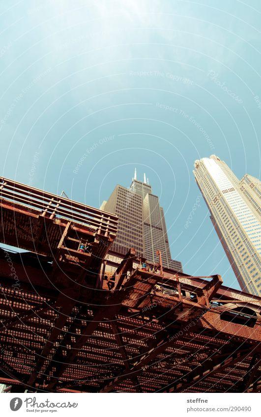 sky high Stadt Sonne Hochhaus Schönes Wetter ästhetisch Brücke USA Skyline Wolkenloser Himmel Wahrzeichen Stadtzentrum Bootsfahrt Chicago Hochbahn Sears Tower
