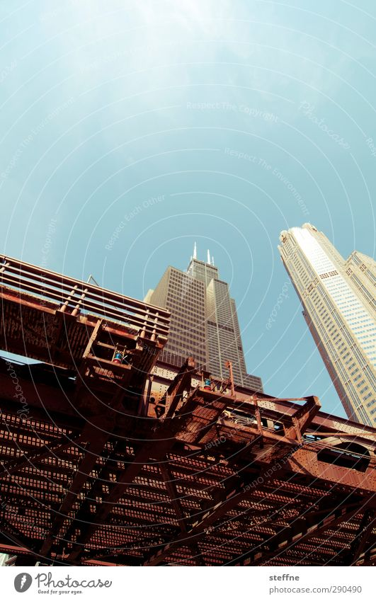 sky high Wolkenloser Himmel Sonne Sonnenlicht Schönes Wetter Chicago USA Stadt Stadtzentrum Skyline Hochhaus Wahrzeichen Sears Tower willis tower Brücke