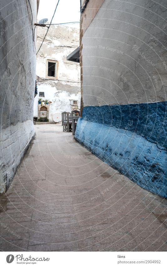 Altstadtgasse Häusliches Leben Wohnung Essaouira Marokko Afrika Haus Mauer Wand Fassade Verkehr Verkehrswege Straße Wege & Pfade Erwartung Gasse Farbfoto