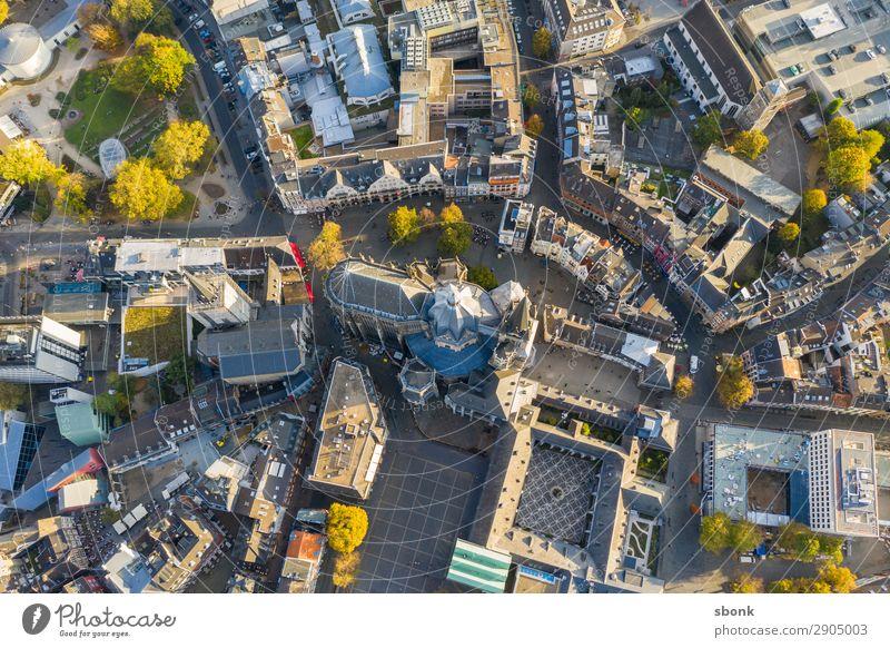 Aachen Stadtzentrum Stadtrand Altstadt Skyline Kirche Dom Sehenswürdigkeit Wahrzeichen Denkmal Religion & Glaube Aken Aix-La-Chapelle Großstadt aerial