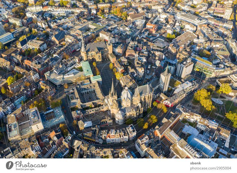 Aachen Stadt Stadtzentrum Altstadt Skyline Sehenswürdigkeit Wahrzeichen Denkmal Religion & Glaube Aken Aix-La-Chapelle Großstadt aerial Farbfoto