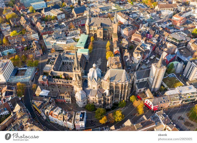Aachen Stadt Hauptstadt Stadtzentrum Stadtrand Altstadt Sehenswürdigkeit Wahrzeichen Denkmal Religion & Glaube Aken Aix-La-Chapelle Großstadt aerial Farbfoto