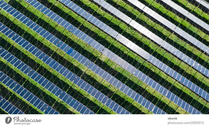 Solar Farm Energiewirtschaft Erneuerbare Energie Sonnenenergie Klima solar solar energy renewable climate Farbfoto