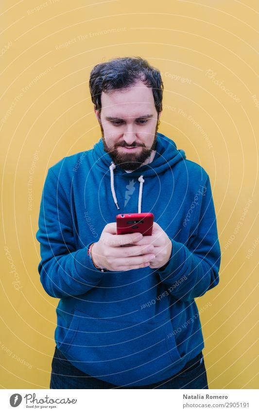 Mensch Jugendliche Mann Farbe schön Hand Lifestyle Erwachsene gelb Glück Junge Mode hell Musik Technik & Technologie Mund