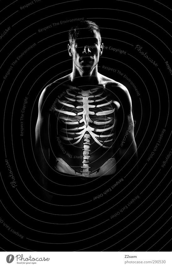 skeleton Jugendliche nackt Erwachsene dunkel Junger Mann Gesundheit maskulin ästhetisch einzigartig sportlich gruselig skurril bizarr trashig Surrealismus Symmetrie