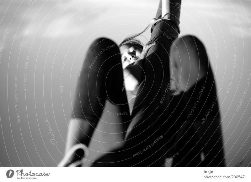 oben Lifestyle sportlich Fitness Freizeit & Hobby Spielen Kinderspiel Sport Sport-Training Klettern Bergsteigen Sportler Mädchen Kindheit Leben Gesicht 1 Mensch