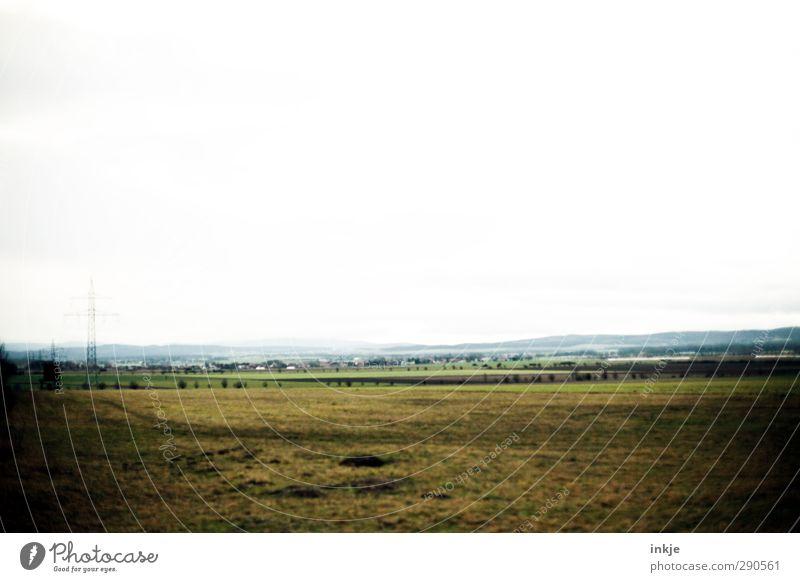 hier kann man nicht leben, hier muss man leben wollen! Umwelt Landschaft Himmel Horizont Herbst Gras Wiese Feld Dorf Stadtrand Menschenleer Haus kalt Natur