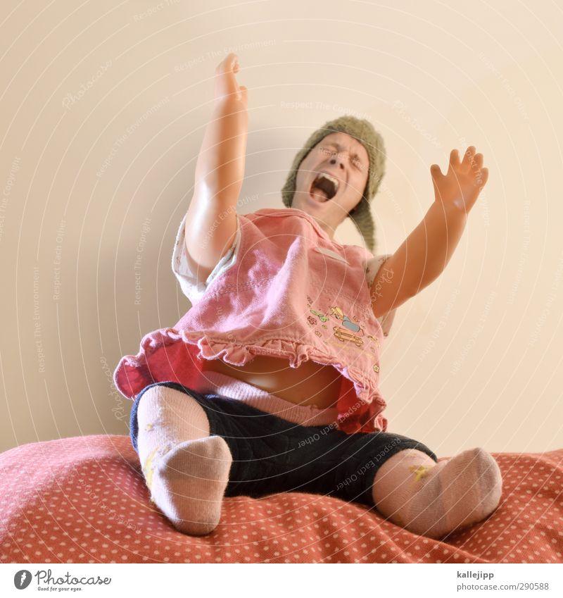 das kind im manne Mensch Kind Mann alt Erwachsene feminin Spielen klein Kopf Körper rosa maskulin Baby Kleid Spielzeug Kleinkind