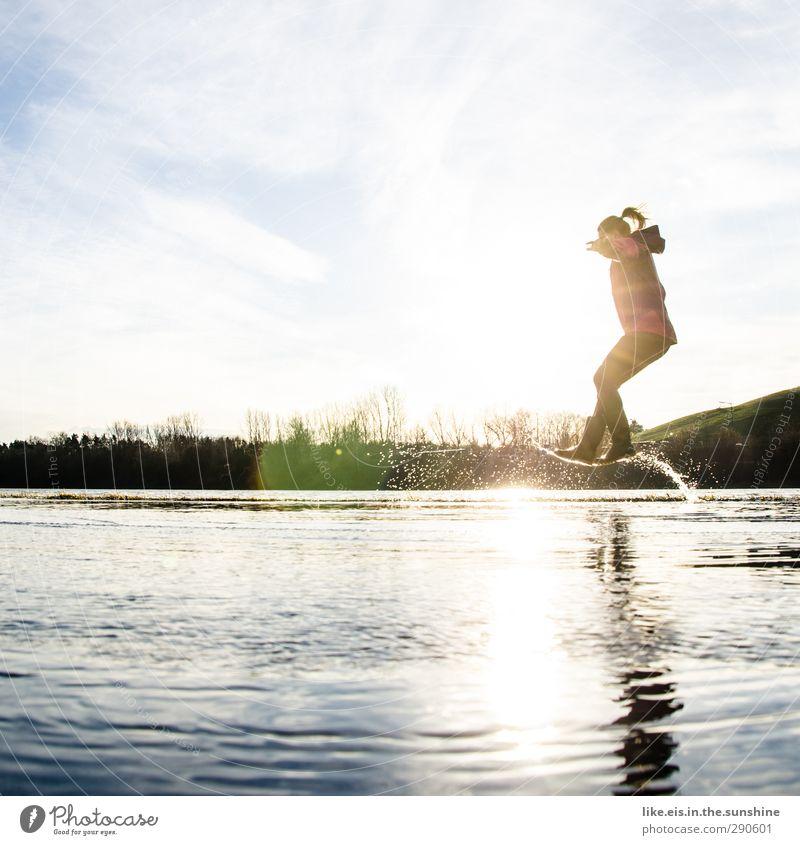 surfing the wave Mensch Kind Natur Jugendliche Ferien & Urlaub & Reisen Freude Landschaft Erwachsene Junge Frau Umwelt Leben Herbst feminin Gefühle Spielen