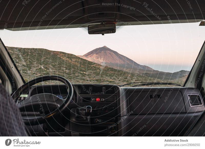 Blick vom Auto auf den Hügel PKW Berge u. Gebirge Top Teide Teneriffa Kanaren Spanien Gipfel Aussicht malerisch erstaunlich Landschaft Natur