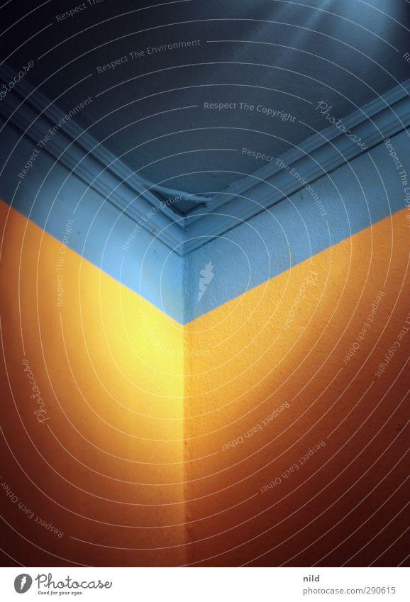Orange – Blau Mauer Wand Decke Innenarchitektur Raum blau orange Komplementärfarbe Kontrast Gegenteil Farbfoto Innenaufnahme Detailaufnahme Strukturen & Formen