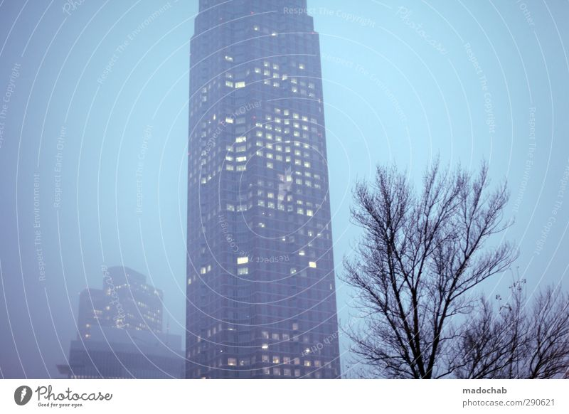 Nebelbank Himmel Frankfurt am Main Stadt Skyline Haus Hochhaus Bankgebäude Bauwerk Gebäude Architektur Messeturm Kraft Willensstärke Mut Verschwiegenheit