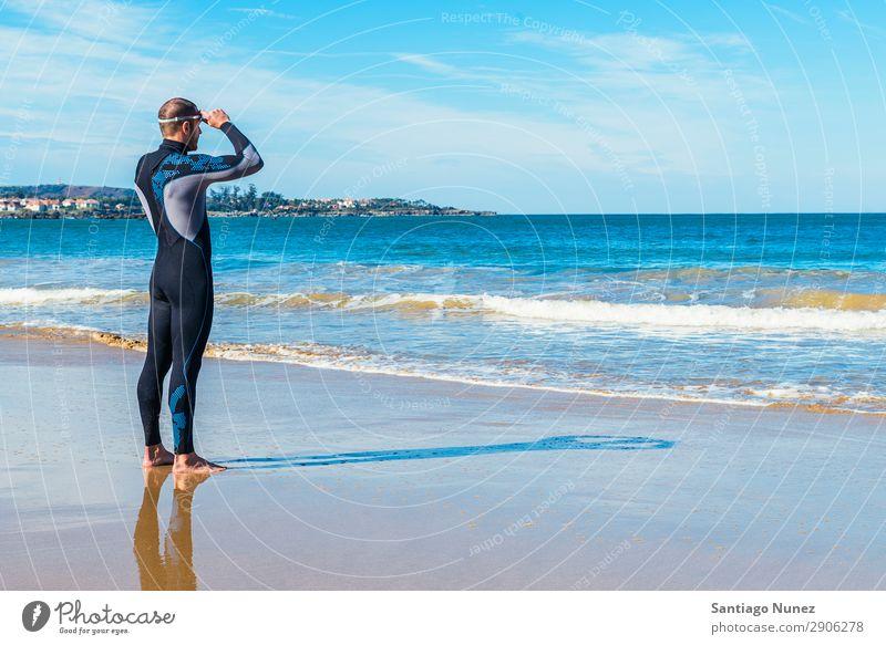Schwimmer bereit zum Schwimmen im Meer attraktiv Strand schwarz Kaukasier Taucher tauchen üben sportlich Fitness Brillenträger Schneebrille gutaussehend
