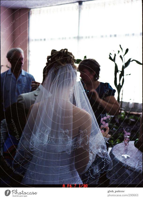 Jätetag Lifestyle elegant Stil Haare & Frisuren Hochzeit feminin Junge Frau Jugendliche Leben Haut Rücken 3 Mensch Kleid Accessoire blond kurzhaarig stehen