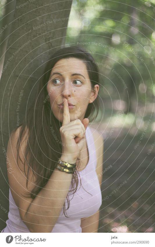 pssst... Mensch Frau schön Hand Erwachsene feminin Haare & Frisuren Kommunizieren Finger brünett langhaarig gestikulieren 30-45 Jahre Gebärdensprache Körpersprache