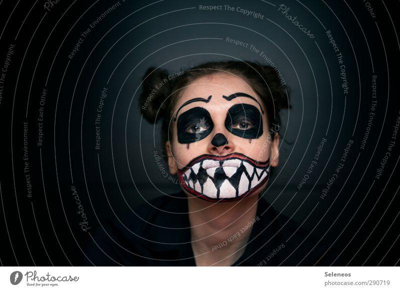 zum fressen gern Mensch Frau Erwachsene Gesicht Auge dunkel feminin Haare & Frisuren Feste & Feiern Haut Angst Mund verrückt bedrohlich Zähne Lippen