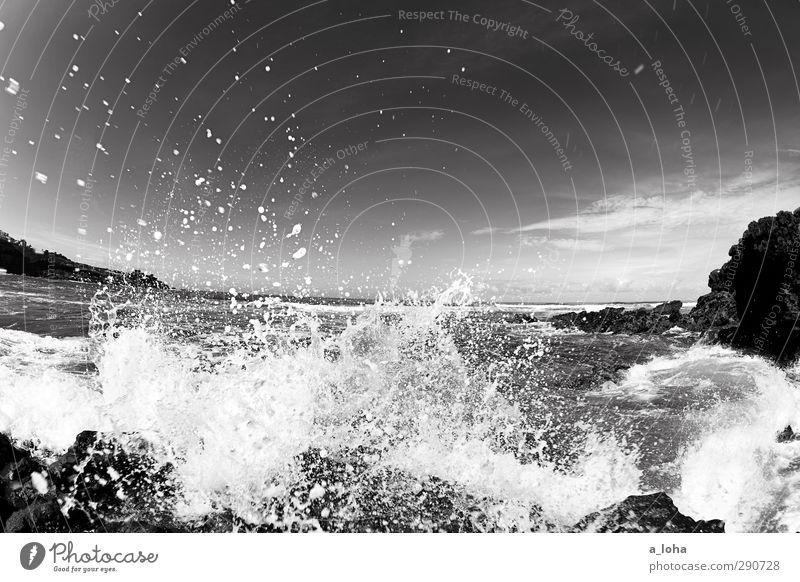 waterworld Natur Landschaft Urelemente Wasser Wassertropfen Himmel Wolken Horizont Sommer Schönes Wetter Felsen Wellen Küste Strand Riff Flüssigkeit nass