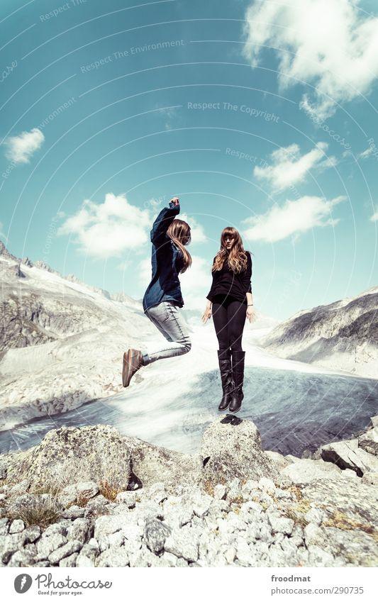 61 Mensch Frau Himmel Natur Jugendliche Ferien & Urlaub & Reisen Freude Wolken Erwachsene Junge Frau Ferne Berge u. Gebirge Schnee feminin Erotik Glück