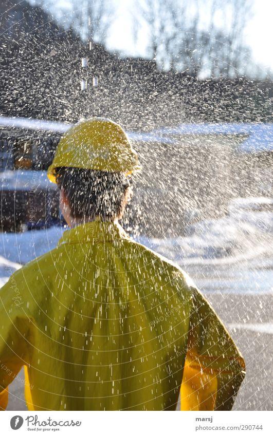 Bitte. Keinen Regen mehr!!! Mensch Mann Jugendliche Wasser Sommer Freude Erwachsene gelb Junger Mann Herbst Frühling 18-30 Jahre Arbeit & Erwerbstätigkeit Regen maskulin nass