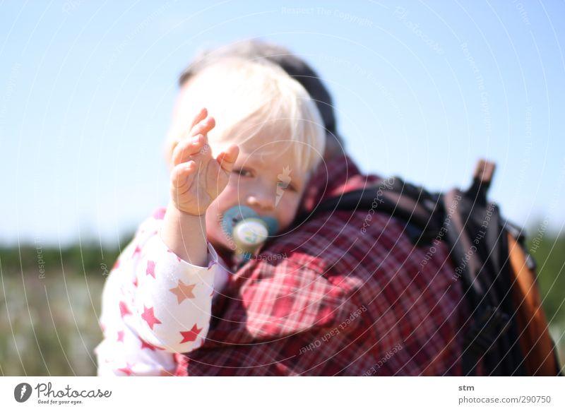 kontakt Mensch Kind Ferien & Urlaub & Reisen Hand Sommer Sonne Leben Senior Gefühle Glück Familie & Verwandtschaft Freundschaft Zusammensein Kindheit blond Arme