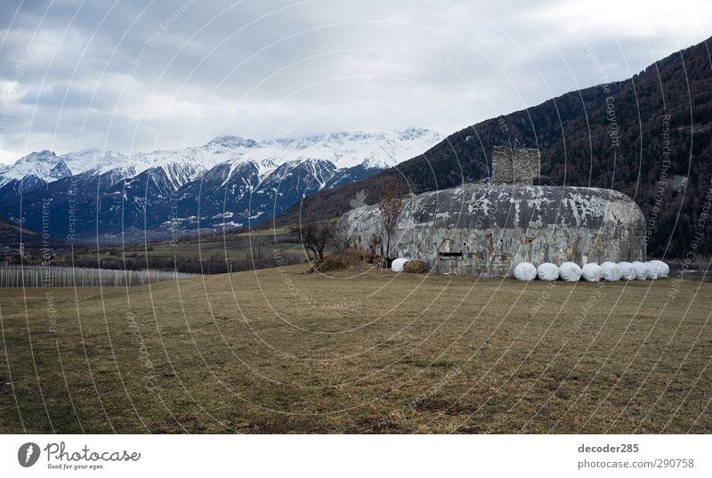 Bollwerk Natur Landschaft Berge u. Gebirge Wand Schnee Herbst Mauer Gebäude Luft Felsen Fassade Angst authentisch gefährlich Sicherheit Alpen