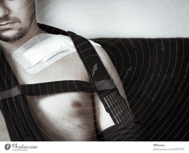 clavicularfraktur mehrfragmentär Mensch Mann Jugendliche Erwachsene Gesicht Junger Mann Gefühle Traurigkeit 18-30 Jahre Körper maskulin Haut Arme kaputt Bart