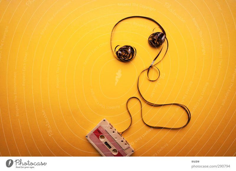 Ohrwurm Lifestyle Stil Design Freizeit & Hobby Club Disco Musik Musik hören Medien einfach lustig retro verrückt gelb Idee Kreativität Musikkassette knallig