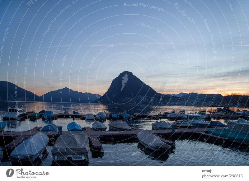 1500 Umwelt Natur Himmel Wolkenloser Himmel Sonnenaufgang Sonnenuntergang Hügel Felsen Berge u. Gebirge Seeufer natürlich blau Lugano Luganer See Anlegestelle